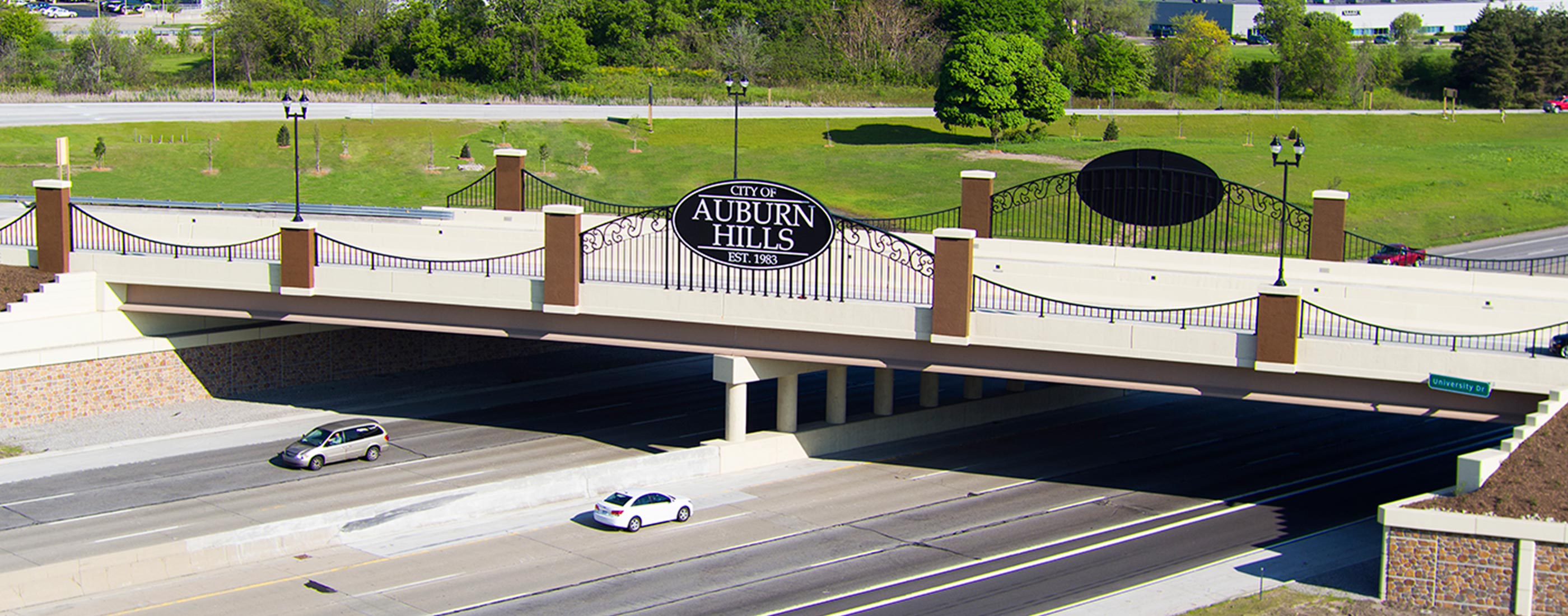 The main entryway to Auburn Hills, MI, redesigned by OHM Advisors, allows pedestrians to cross the bridge over I-75 safely.