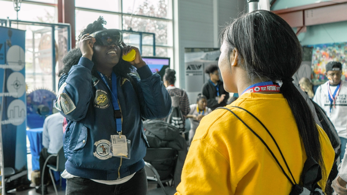 Students with VR at Construction Science Expo